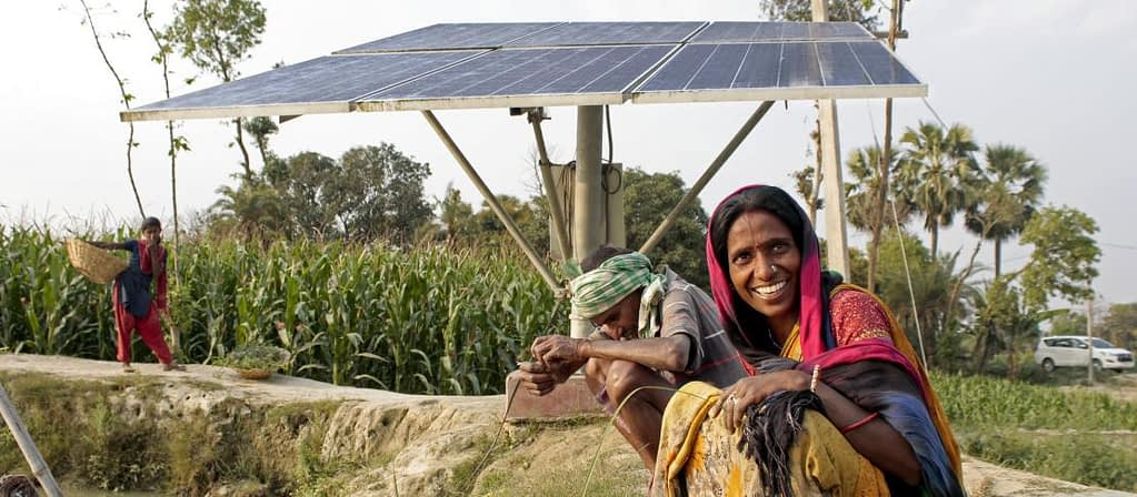 Two smallholders use a solar powered irrigation system to farm fish in Bihar, India. (Photo: Ayush Manik/CCAFS)