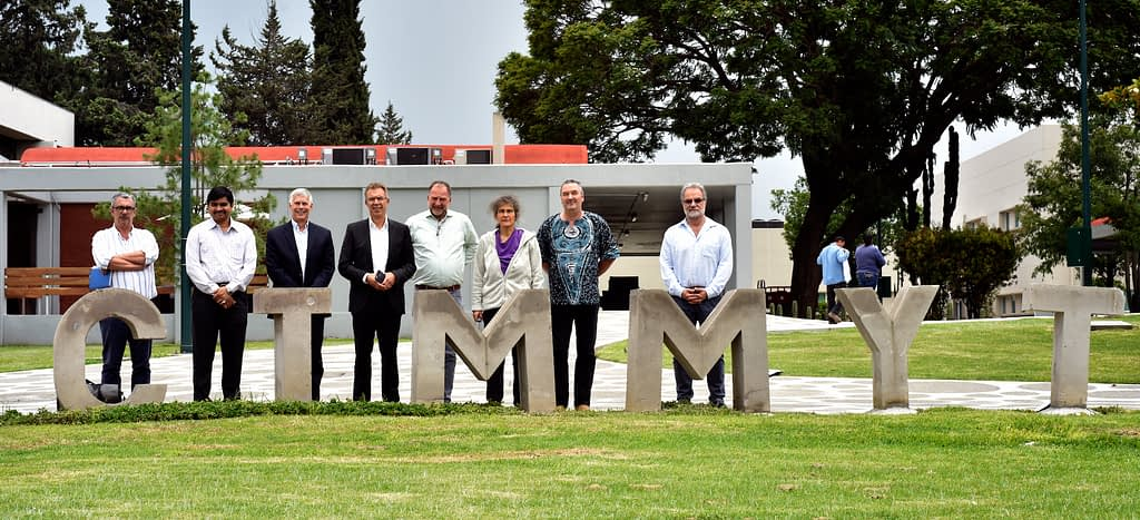 Left to right: Bruno Gerard, Ram Dhulipala, David Bergvinson, Martin Kropff, Víctor Kommerell , Marianne Banziger, Dave Watson and Hans Braun stand for a photograph at CIMMYT's global headquarters in Texcoco, Mexico. (Photo: Alfonso Cortés/CIMMYT)