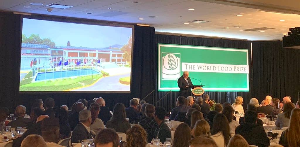 """""""CIMMYT is the center with the most effective maize and wheat breeding programs in the world,"""" said Víctor Villalobos, Mexico's Agriculture and Rural Development secretary, during his keynote address at the Borlaug Dialogue. (Photo: Mary Donovan/CIMMYT)"""