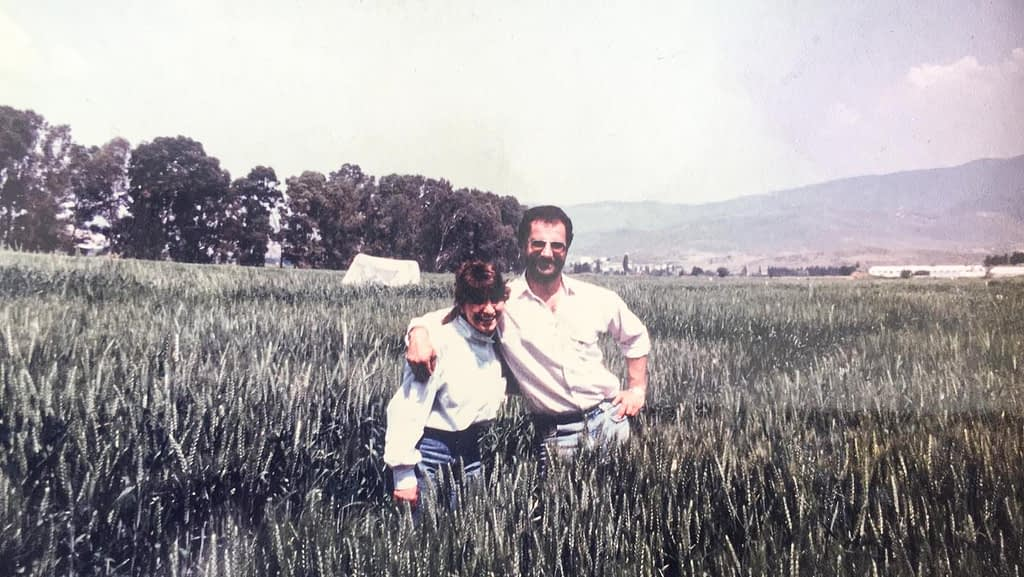 Beyh Akin (left) and Hans Braun in wheat fields in Izmir, Turkey, in 1989. (Photo: CIMMYT)