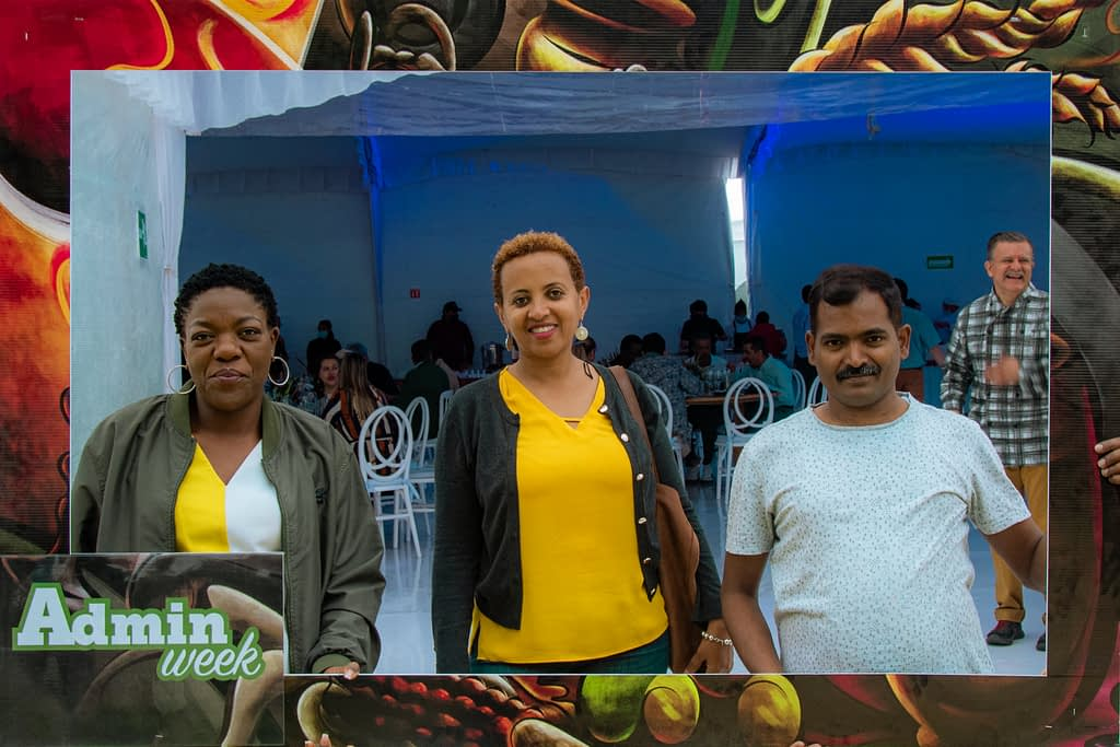 Rahel Assefa (center) meets colleagues at a CIMMYT event in Texcoco, Mexico. (Photo: Alfonso Cortés)