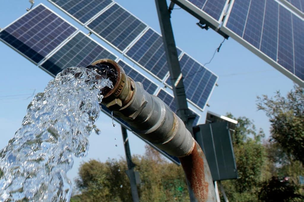 A solar powered irrigation pump in use, India. (Photo: Ayush Manik/CCAFS)