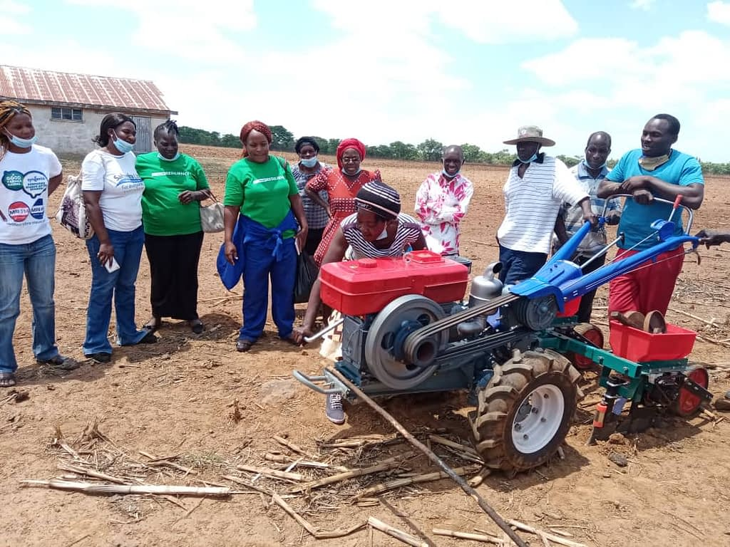 A service provider starts a two-wheel tractor while other participants look on at a training at Gwebi Agricultural College, Zimbabwe. (Photo: Shiela Chikulo/CIMMYT)