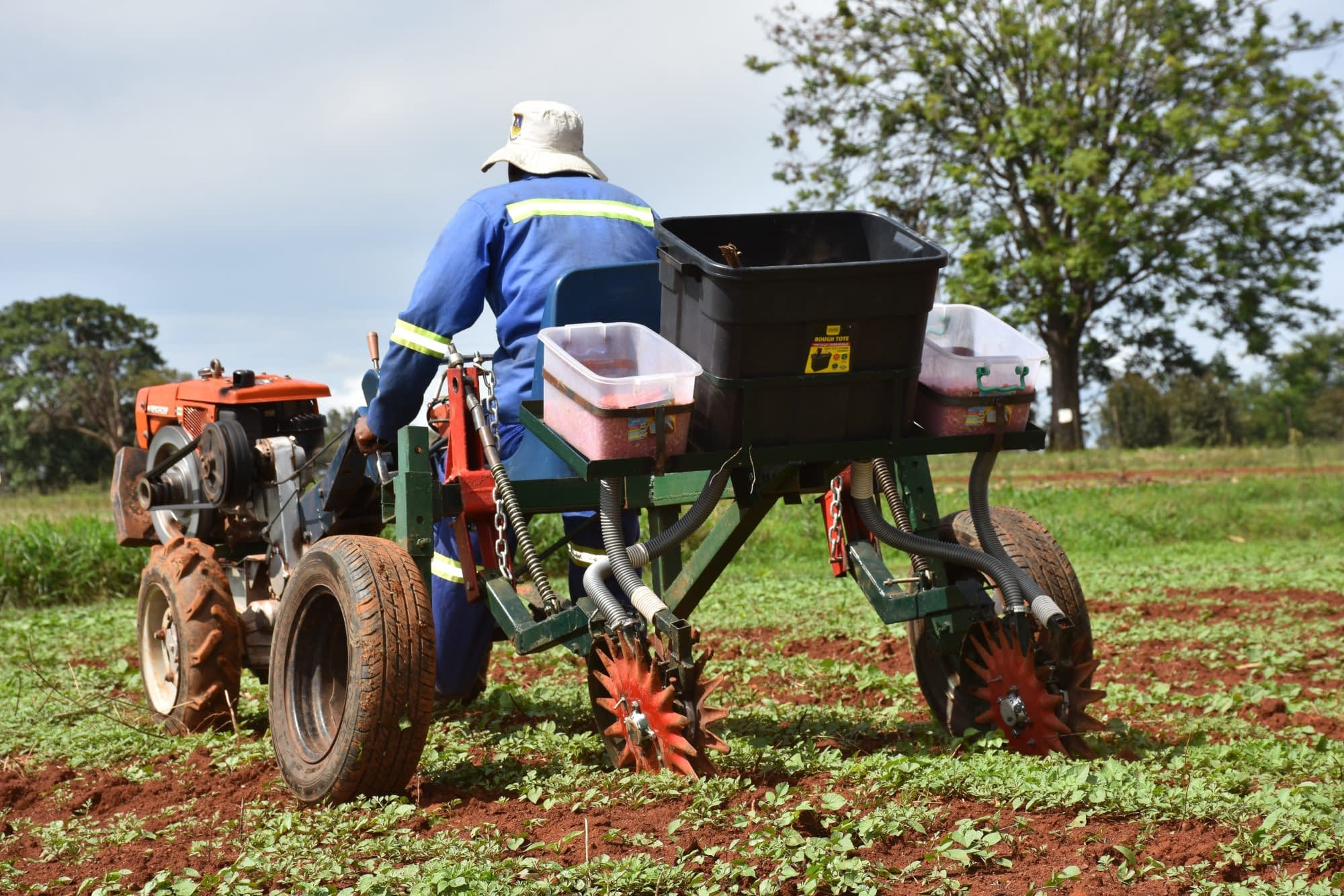 Starwheel planter in Zimbabwe. (Photo: Jérôme Bossuet/CIMMYT)