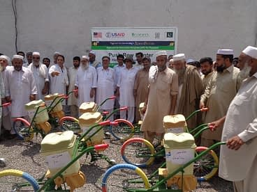 Farmers with push row maize planters in Mardan. Photo: CIMMYT