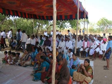 The gathering of farmers in the field day. Photo: UAS, Raichur