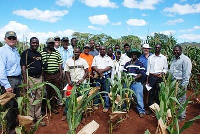 DSC_5209-Group-photo-at-trial-field-in-Mozambique