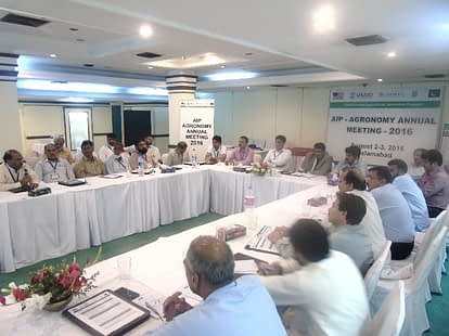 Azeem Khan presiding the concluding session of the AIP Agronomy meeting in Islamabad. Photo: