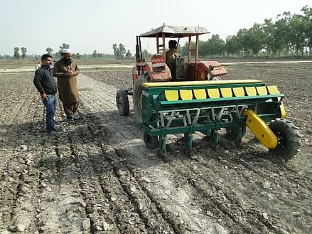 Planting rice with the first locally produced multicrop planter in Sheikhupura, Punjab Province, Pakistan. Photo: Irfan Mughal/Greenland Engineering