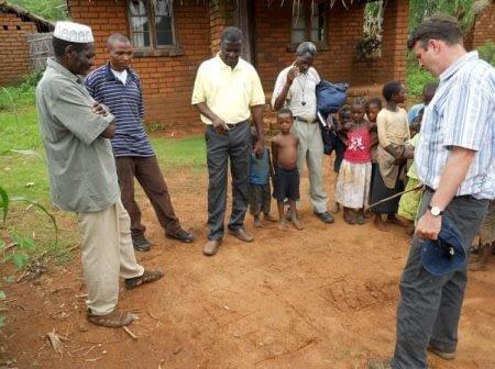 Esnath Shaibu (left) on his farm in Malawi discussing resource allocation on his plots. Photo: C. Thierfelder/CIMMYT