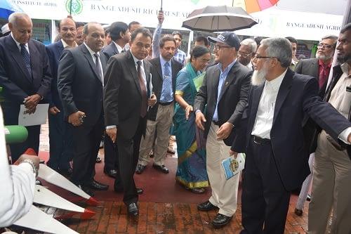 Dr Thakur Prasad Tiwari, Country Representative, CIMMYT is seen welcoming the Planning Minister of Bangladesh to the CIMMYT exhibition. Photo: Barma, U./CIMMYT.