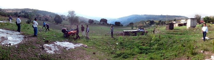 Farmers bring a direct seeder/fertilizer to a field in Oaxaca, Mexico. Photo: Jelle Van Loon