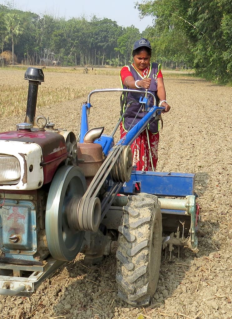 Pramila Mondal activates the self-starting mechanism on her power-tiller-operated seeder. (Photo: Shahabuddin Shihab/CIMMYT)