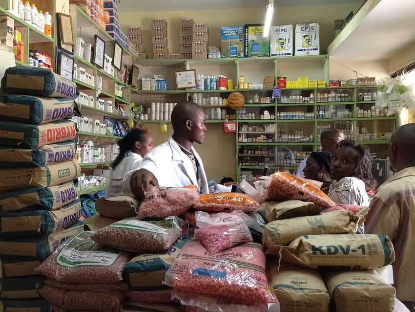 Farmers purchase seed from an agro-dealer in Machakos, Kenya. (Photo: Market Matters Inc.)