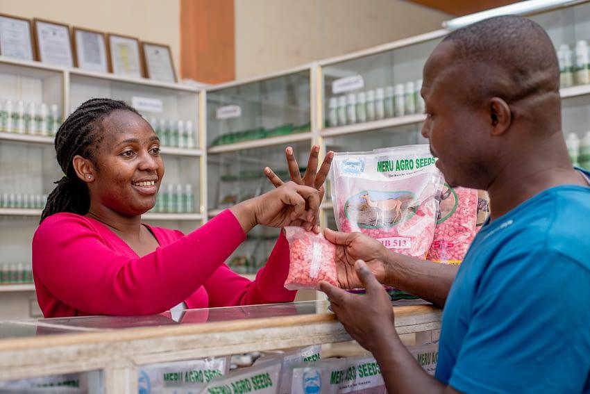 A farmer buys seed at a Meru seed shop in Arusha, Tanzania. (Photo: KipenzFilms/CIMMYT)
