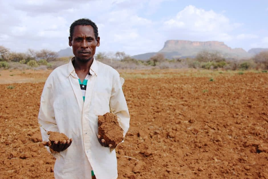 A farmer in his barren field in Sewena, Ethiopia. (Photo: Kyle Degraw/Save the Children)